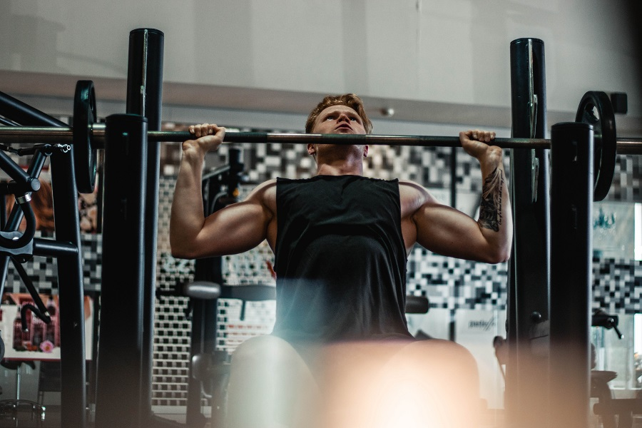 Fill your gym bag with some trendy fitness outfits for men and ditch those old tank tops and shorts for something a bit more fashionable. What to Wear at the Gym   What Clothes to Wear When Working Out   Fitness Clothes   Men's Fitness Clothes