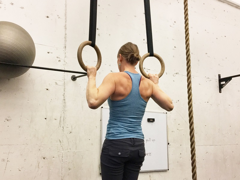 When you know how to do a kipping chin up properly, you can add this move to your workouts to enhance your training. Kipping Pull Ups for Beginners | Kipping Pull Up Tips | How to do a Kipping Pull Up | Kipping Pull Up Program | Kipping Pull Up CrossFit