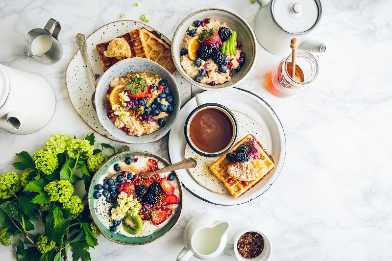 Life is busy and having these healthy breakfast recipes for families on hand will help you make quick and easy breakfasts that everyone will enjoy! Healthy Breakfast Menu | Tasty Breakfast Ideas | Breakfast Ideas for Kids | Breakfast Recipes for Work | Breakfast On the Go | Healthy Breakfasts for Kids