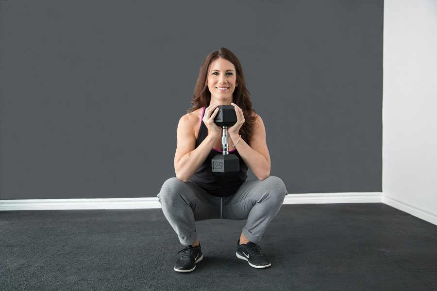 Learning how to do a goblet squat will teach you proper form so you maximize your workout results and minimize injury. Goblet Squat Benefits | How to Build Mass with Squats | Goblet Squat Kettlebell | Goblet Squat Dumbbell | Crossfit Squat Tips | Goblet Squat vs Dumbbell Squat | Goblet Squat Abs